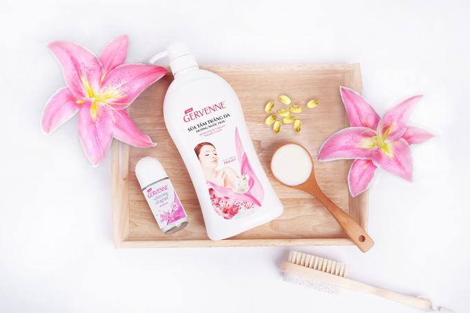 Những loại sữa tắm có chứa tinh chất sữa dê và vitamin 3 góp phần dưỡn da trắng sáng khỏe mạnh, nhưsữa tắm dưỡng trắng da hương nước hoa Gervenne)