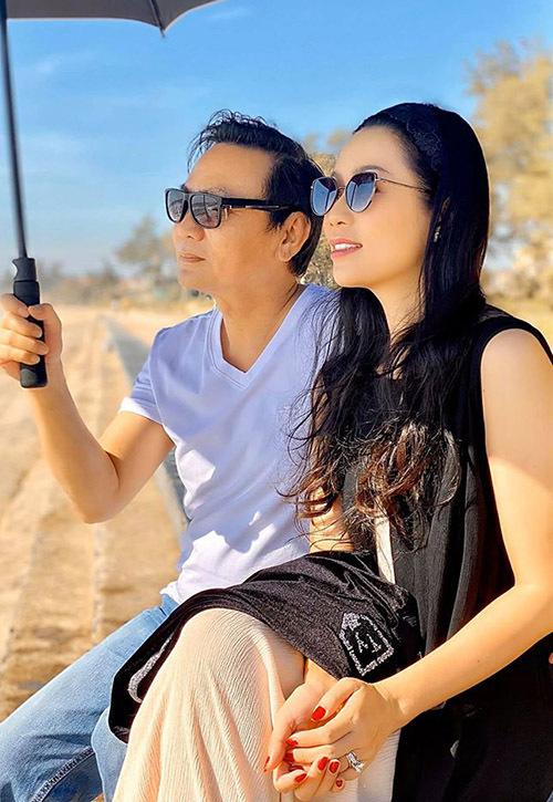 Vợ chồng Trịnh Kim Chi kết hôn được 20 năm nhưng tình cảm vẫn mặn nồng như ngày đầu.