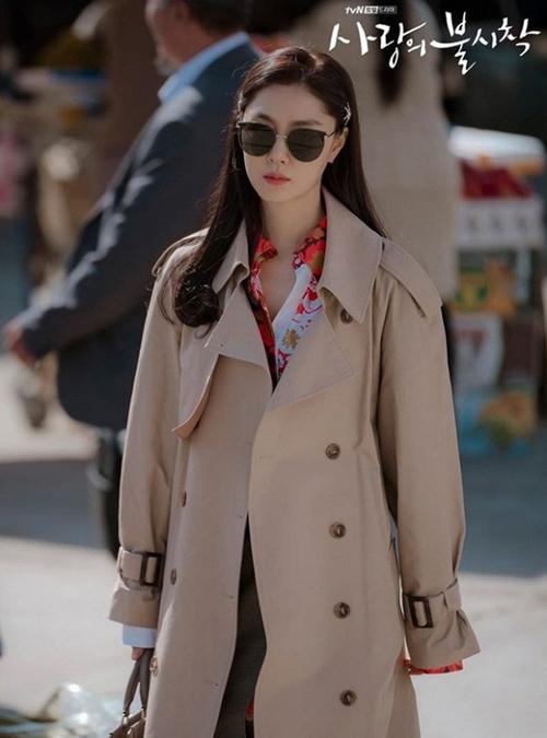Hàng hiệu của Seo Dan trong Hạ cánh nơi anh - 1