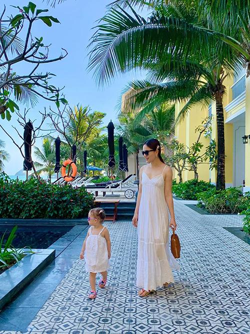 Lan Phương đưa con gái đi Phú Quốc tránhCovid-19 - 1