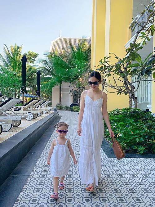 Lan Phương đưa con gái đi Phú Quốc tránhCovid-19