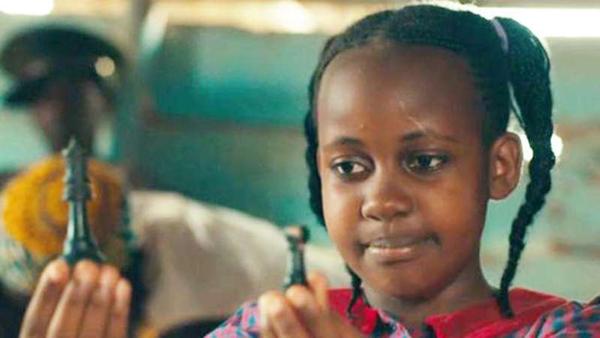 Nikita Waligwa trong phim Queen of Katwe.