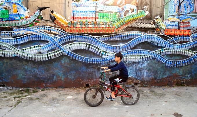 Bãi rác thành con đường nghệ thuật