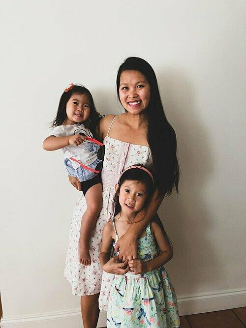 Chị Tiên và hai con gái.