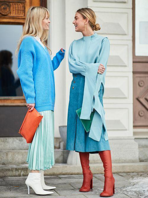 Sẽ là một thiếu sót lớn nếu các nàng bỏ qua xu hướng tông classic blue ở mùa thời trang năm nay. Sắc xanh được làm đa dạng với nhiều sắc độ và tạo điểm nhấn cho những mẫu chân váy, áo khoác, áo lụa kiểu dáng dễ ứng dụng.