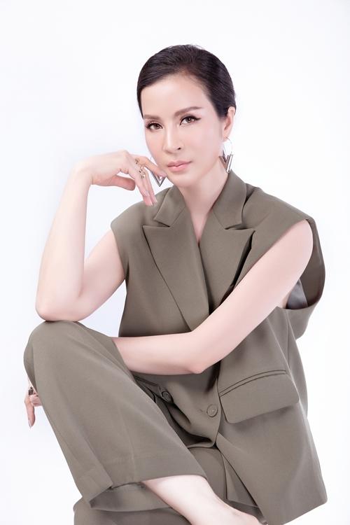 Thanh Mai theo đuổi phong cách trang điểm trong suốt, giúp cô trẻ trung hơn ở tuổi 47.