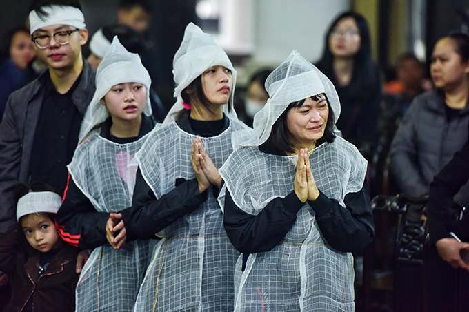 Vợ và ba con gái chịu tang NSƯT Vũ Mạnh Dũng.