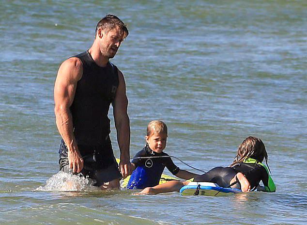 Bản thân Chris Hemsworth và các anh em trai cũng học môn này từ nhỏ nên có thân hình rắn rỏi, vạm vỡ. Anh muốn truyền cho các con niềm đam mê thể thao và yêu biển.