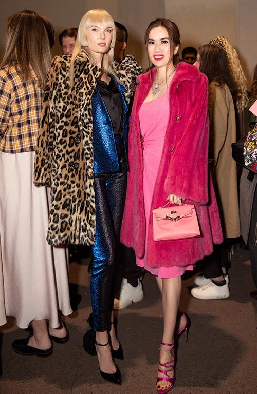 Mimi Moris điệu đà với váy áo, phụ kiện hàng hiệu ton-sur-ton hồng dự Milan Fashion Week.