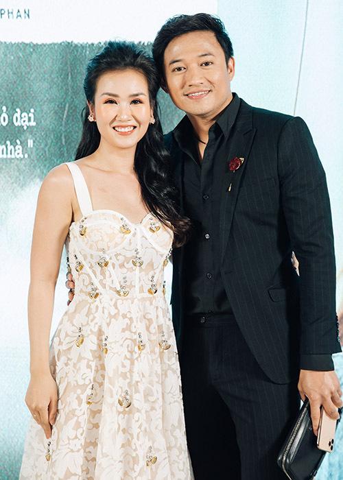 Diễn viên Quý Bình là đàn anh thân thiết của giọng ca sinh năm 1990.