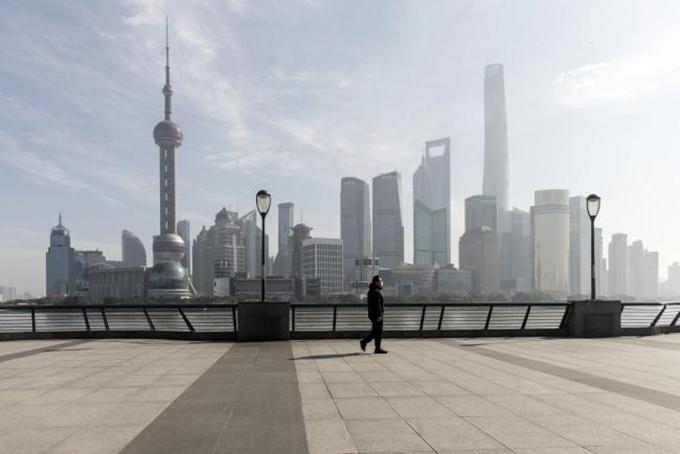 Thượng Hải, trung tâm kinh tế tài chính lớn nhất Trung Quốc vắng hoe sau kỳ nghỉ tết Nguyên đán. Ảnh: AFP.