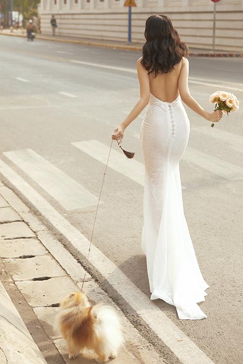 Bên lề sảnh cưới sẽ có những chi tiết để gợi nhớ khoảng thời gian yêu xa của uyên ương.