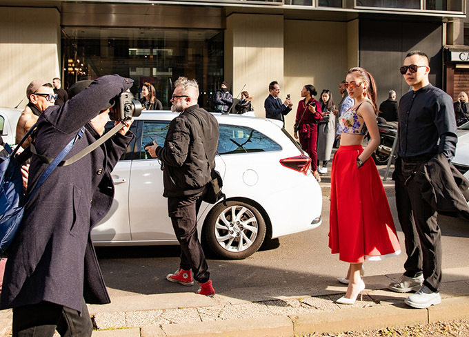 Sau khi dự Milan Fashion Week, bầu Tiệp và Á hậu Hà Vi Vi dự định ở Italy thêm vài ngày để đi tham quan, mua sắm.