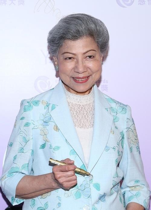 Với thu nhập của diễn viên phụ tại đài TVB, La Lan quen ăn tiêu tiết kiệm, đi tàu điện ngầm khi ra ngoài. Dù vậy, nữ nghệ sĩ 86 tuổi quyên góp 1 triệu NDT (hơn 142 nghìn USD) cho người dân Vũ Hán.