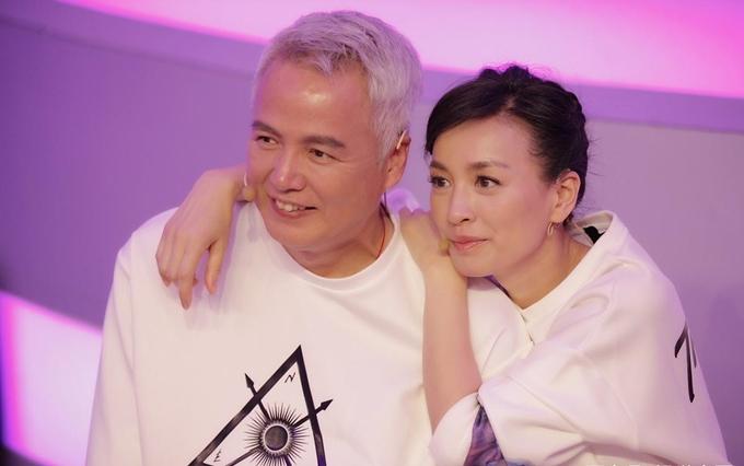 Diễn viên Trương Đình cùng ông xã - diễn viên, doanh nhân Lâm Thoại Dương quyên góp 20 triệu NDT (hơn 2,8 triệu USD) thông qua Hội Chữ thập đỏ Thượng Hải.