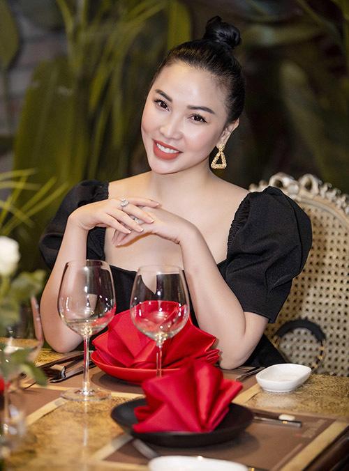 Người đẹp phim Cô nàng bất đắc dĩ sắp hợp tác mở nhà hàng ở Hà Nội cùng bạn gái Quách Ngọc Ngoan.