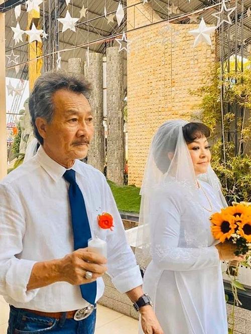 Ở tuổi 64, Hương Lan có cuộc sống an yên, tận hưởng tuổi già cùng chồng ở Mỹ. Ông Quốc Toản - vốn là một kỹ sư hàng không - đã nghỉ hưu và dành thời gian cho công việc làm vườn. Thỉnh thoảng, cả hai cùng đi du lịch, khám phá cuộc sống.