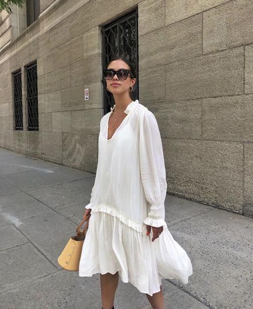 Váy free size không kén dáng, tiện dụng khi dạo phố, đi mua sắm, hẹn hò ăn uống hay đi cafe cùng bạn bè.