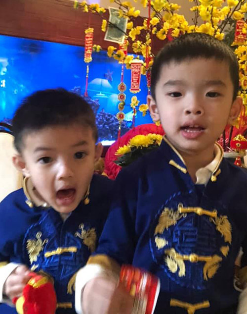 Con đầu của Phạm Thanh Thảo được 4,5 tuổi còn bé sau 3,5 tuổi. Cả hai đều đang học mẫu giáo và rất lanh lợi, đáng yêu.
