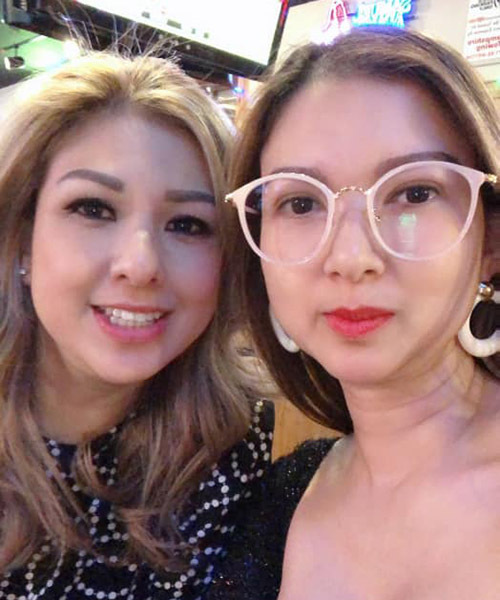 Chị gái Phạm Thanh Thảo cũng đang ở Mỹ. Cô mới thuyết phục chị chuyển từ bang California sang Massachusetts sống để hai chị em được ở gần nhau.
