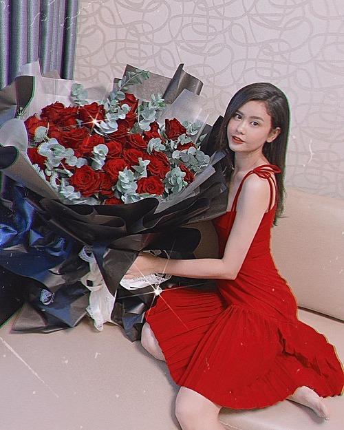Trương Quỳnh Anh đăng ảnh trong ngày Valentine.