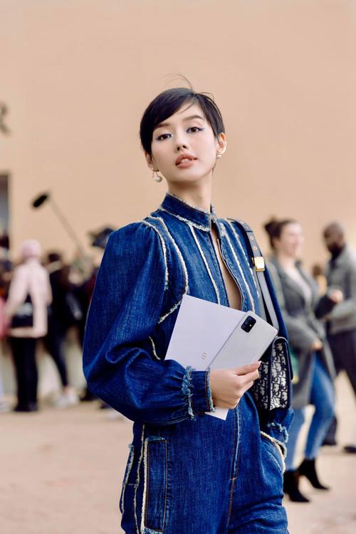 là lần đầu tiên Dior có đại diện từ Việt Nam tham dự fashion show.