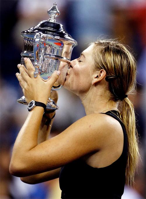 Sharapova giành danh hiệu Grand Slam thứ hai sau khi vượt qua đàn chị Justine Henin tại chung kết Mỹ mở rộng 2006 ở tuổi 19.
