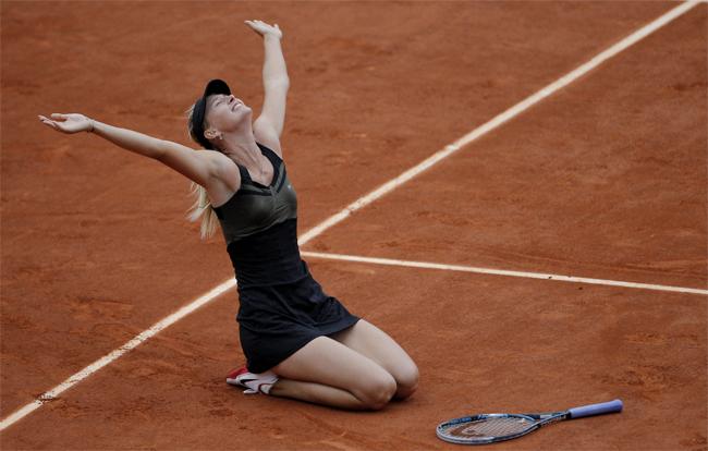 Búp bê Nga hoàn tất 4 danh hiệu Grand Slam vào tháng 6/2012 khi đăng quang tại Pháp mở rộng. Sharapova giành chiến thắng trước Sara Errani trong trận chung kết để đòi lại ngôi số một thế giới và trở thành tay vợt nữ thứ 10 có đủ bộ 4 Grand Slam.