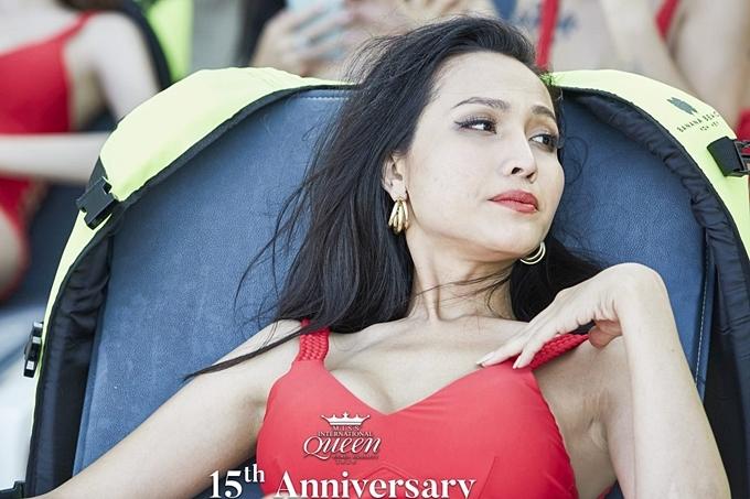 Đại diện Việt Nam - Hoài Sa nằm thư giãn, tắm nắng trong khi chờ đợi phần thi. Trên trang cá nhân, cô dành nhiều lời khen cho công tác tổ chức, tiếp đón chu đáo của êkíp cuộc thi.