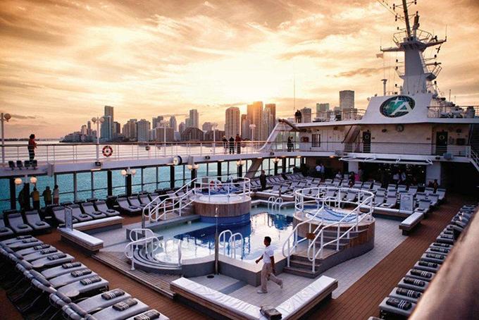 Azamara - 69,4% Hành trình Azamara thuộc sở hữu và điều hành bởi Azamara Club Du thuyền Bởi StudioPortoSabbia / Shutterstock Azamara được biết đến với những chuyến du thuyền nhỏ, thân mật.  Các tàu của công ty đi khắp thế giới, bao gồm cả những nơi như Cuba và Nam Thái Bình Dương. Tàu của Azamara đáng chú ý vì khả năng ghé thăm các cảng nơi các tàu du lịch lớn hơn không thể phù hợp, chẳng hạn như ở Venice, Amalfi và Crete.