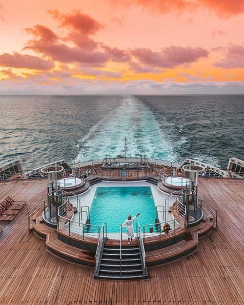 Cunard - 67,7% Du thuyền Cunard Bởi FreephOWN / Shutterstock Theo trang web của công ty, Cunard được biết đến với các tàu Queen Mary 2, Queen Victoria và Queen Elizabeth, đã chở rất nhiều khách đáng chú ý.  Các điểm đến của nó bao gồm Na Uy và Ánh sáng phương Bắc, Baltics và Quần đảo Canary.