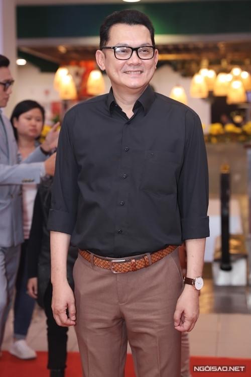 Tham gia phim với một vai khách mời, NSƯT Hữu Châu cho biết, đây là lần đầu ông mặc vest trên phim.