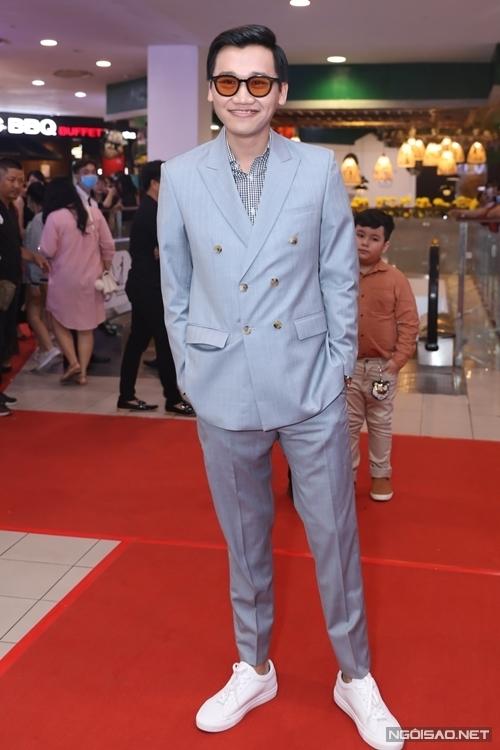 Mr. Cần Trô Xuân Nghị đóng một vai bác sĩ trong phim.