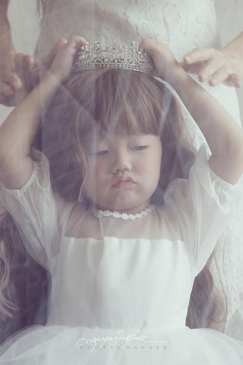 Bộ ảnh này được anh Vũ Phướcthực hiện nhân một lần Zinni chia sẻ muốn hóa thân thành công chúa cùng mẹ.