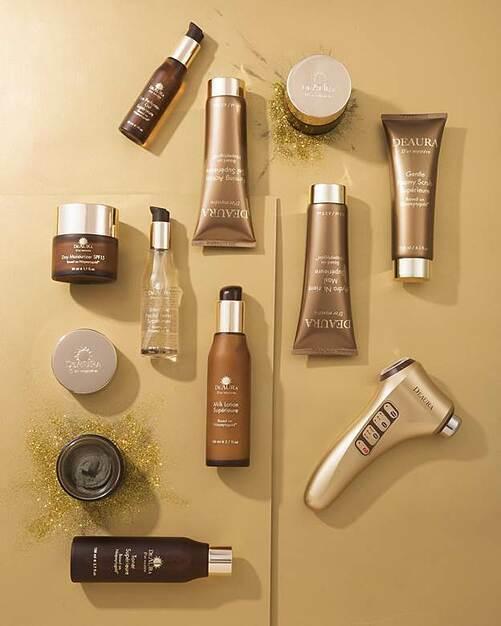 DeAura D'or Mystere hoàn thiện chu trình chăm sóc da ngay tại nhà với 10 sản phẩm chuyên sâu.