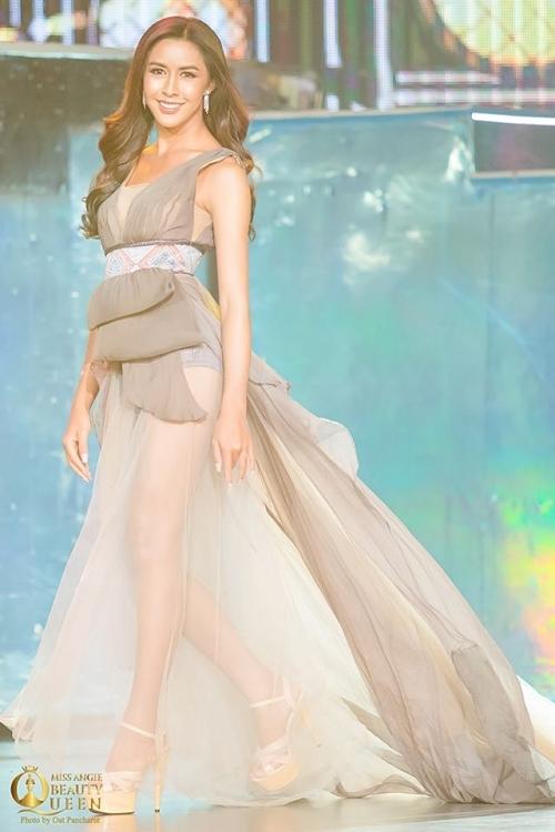 Hoa hậu Lào - Aliya Sirisopha toả sáng đêm bán kết nhờ kỹ năng trình diễn lôi cuốn.
