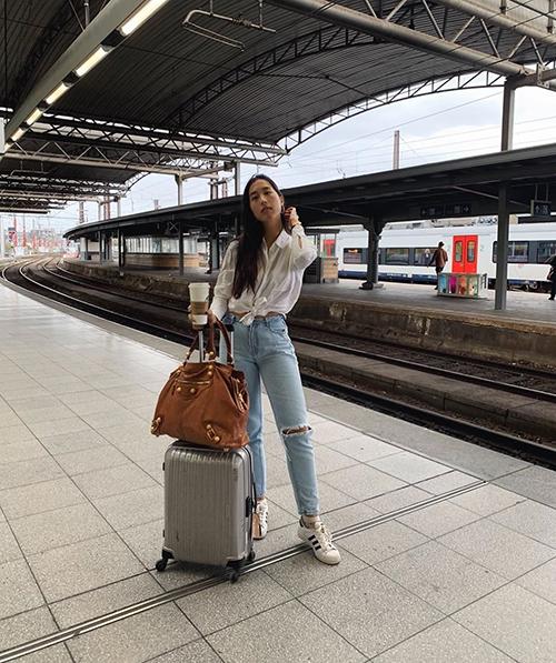 Y Vân rời Việt Nam và nhắn mọi người giữ gìn sức khỏe. Đã chia tay diễn viên Huỳnh Anh, vì vậy lần về Việt Nam này của cô khá ngắn ngủi.