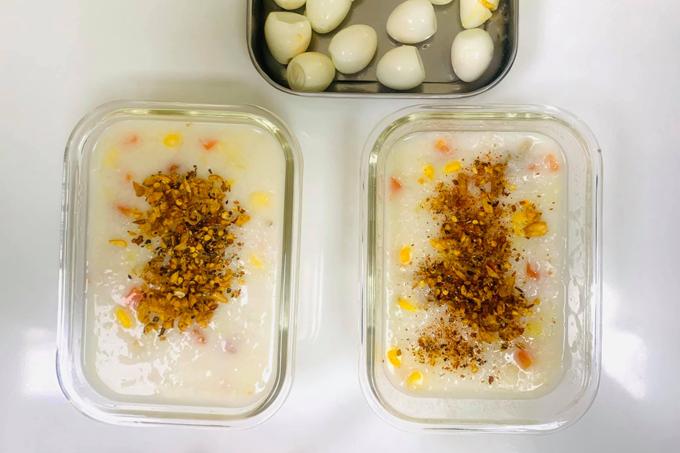 Thi thoảng 9X giảm lượng đạm với món cháo khoai tây ăn cùng trứng cuốc.