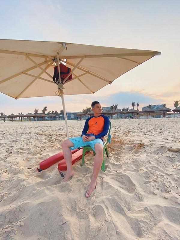 Không hổ danh là một trong những travel blogger tích cự du lịchở Việt Nam,Quang Vinh vừa đặt chân đến một khu nghỉ dưỡng mới khai trương nằm dọc bờ biển Cam Ranh, Khánh Hòa.