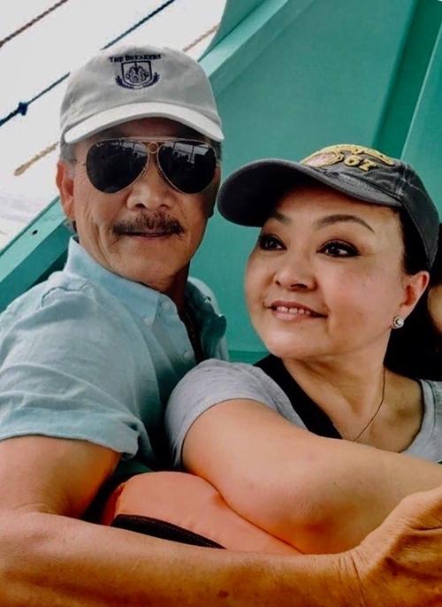 Hương Lan và chồng đi du lịch ở Philippines.