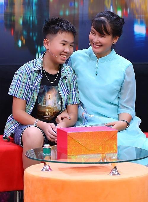 Nhà văn Nguyễn Quỳnh Trang và con trai - Cao Việt Quỳnh.
