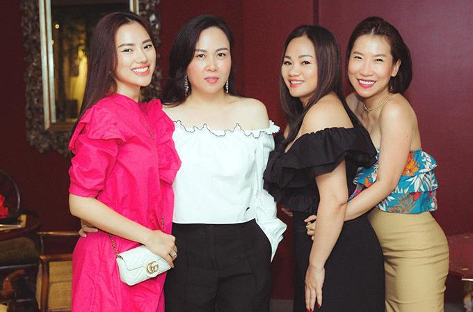 Bạn gái của Quách Ngọc Ngoan có hội bạn thân chung sở thích về thời trang, làm đẹp, kinh doanh.