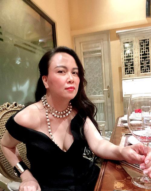 Bạn gái của Quách Ngọc Ngoan sexy với thiết kế của Lâm Gia Khang.