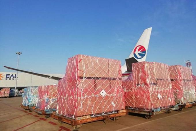 Jack Ma đăng hình ảnh lô vật tư y tế chuẩn đangđược chuyển sang Mỹ từ Thượng Hảilên Twitter hôm 16/3. Ảnh: Twitter.