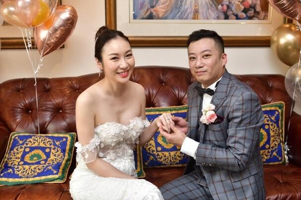 Trang Tư Mẫn và ông xã trong ngày cưới.