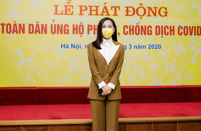 Hoa hậu Việt Nam 2006 cảm thấy vinh dự khi được mời tham gia lễ phát động Toàn dân ủng hộ phòng, chống dịch Covid-19. Sự kiện có nhiều quan chức cấp cao của chính phủ tham dự.