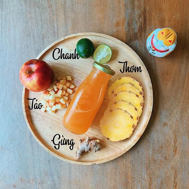 Công thức 1: 1 quả dứa, ½ quả chanh, 1 quả táo, 1 nhánh gừng nhỏ.