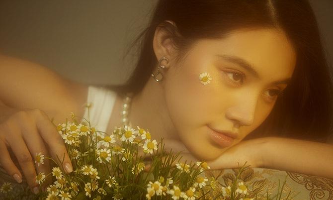 Jolie Nguyễn khoe sắc tuổi 23