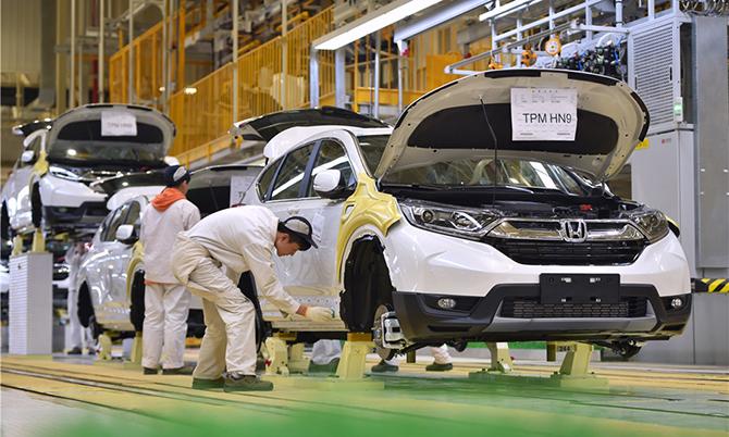 Công nhân làm việc tại nhà máy Honda ở Vũ Hán. Ảnh: China Daily.