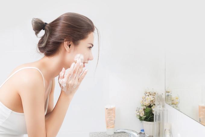 Bước vào tuổi 25, làn da bắt đầu xuất hiện những dấu hiệu khiến bạn trông già đi mỗi ngày.